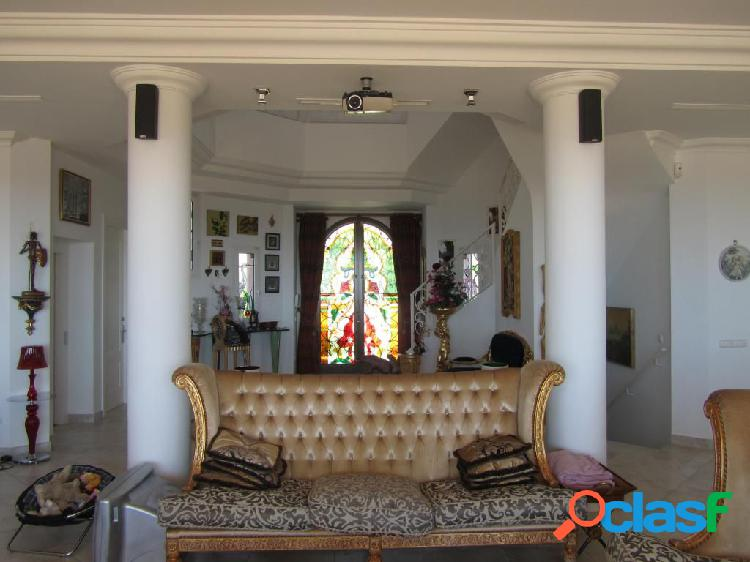 Bajada de Precio!! Villa de lujo de siete dormitorios con espectaculares vistas al mar. 3