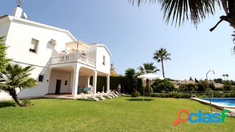 La sierrezuela - villa 4 dormitorios con piscina propia terraza y garaje