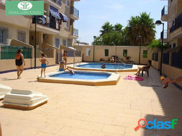 Apartamento ocn piscina comunitaria