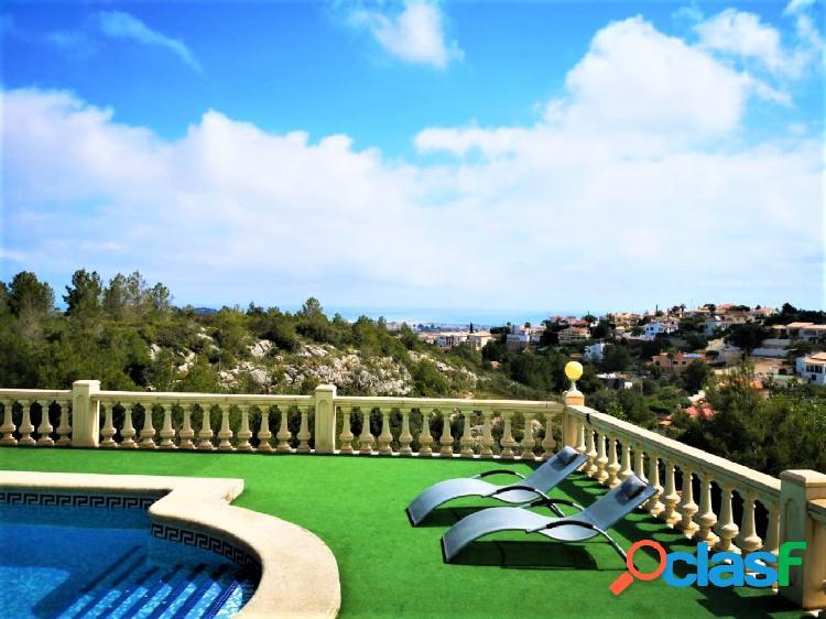 Villa en el montgó con espectaculares vistas al mar y montaña