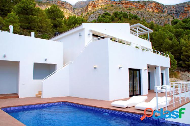 Villa de estilo moderno en Altea