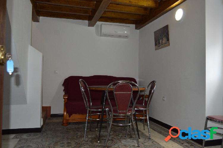 Duplex situado en el casco antiguo muy cerca de la playa de la cruz del mar