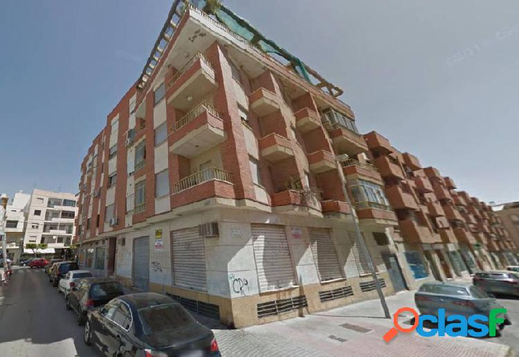 Local centrico 250 m2 en el ejido con 20 m2 de altillo¡¡¡¡ no computado !!!