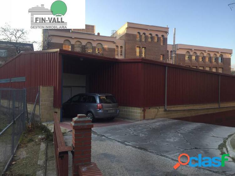 Plazas de garaje en arco de ladrillo