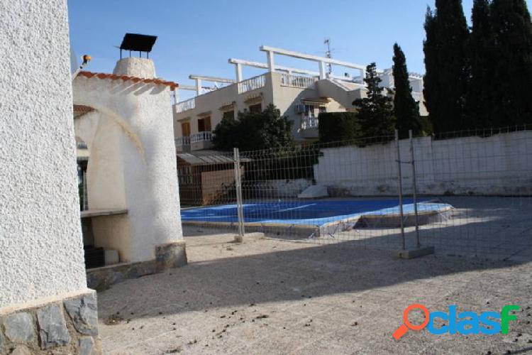 Chalet con parcela y piscina en torrevieja a 500 m. de la playa