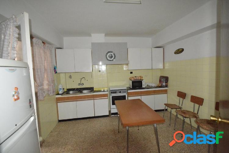 Piso en orihuela zona duque de tamames, 139 m2. construidos, 4 habitaciones, un baño y un aseo.
