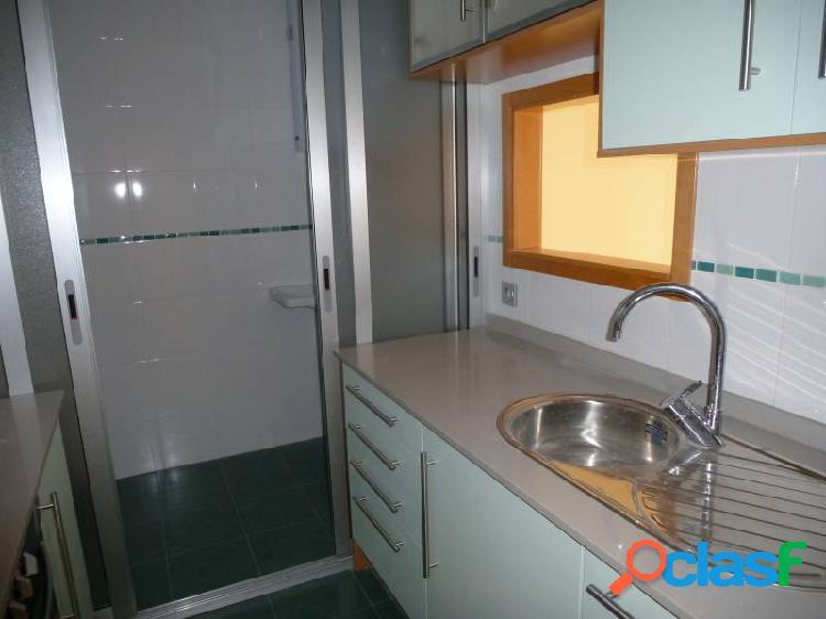 Benidorm playa levante se vende piso de 2 dormitorios.milpisos.es