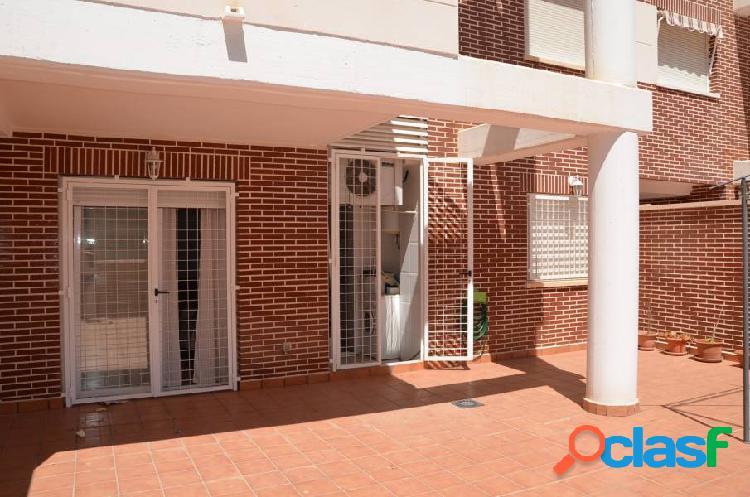 Se vende bonito apartamento de un dormitorio planta baja gran terraza