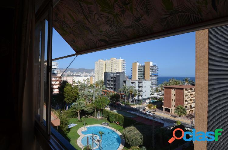 Apartamento con vistas a un paso de la playa de poniente