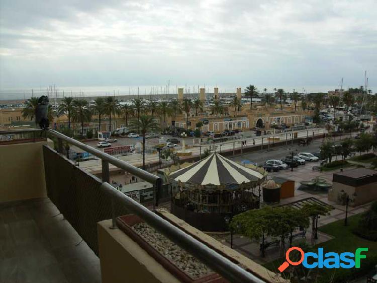 Apartamento zona puerto deportivo primera linea de playa