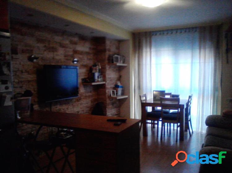 Apartamento de 60 m2, con dos dormitorios, calefacción, ascensor y trastero en zona fiesta del árbol por 144.000 €