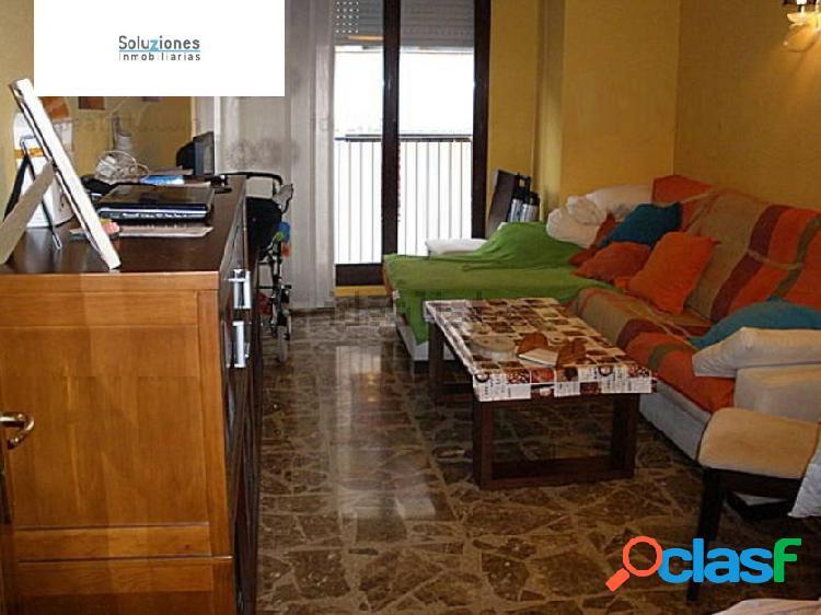 Apartamento en carretas con dos dormitorios, un baño, calefacción, ascensor, garaje, portero físico