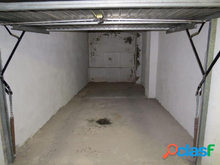 Plaza en garaje cerrado a pie de la playa la mata