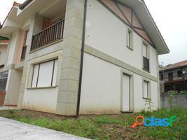 Adosado de 4 habitaciones y con garaje cerrado en udalla (ampuero).