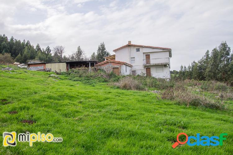 Casa con terreno en laredo (cantabria).