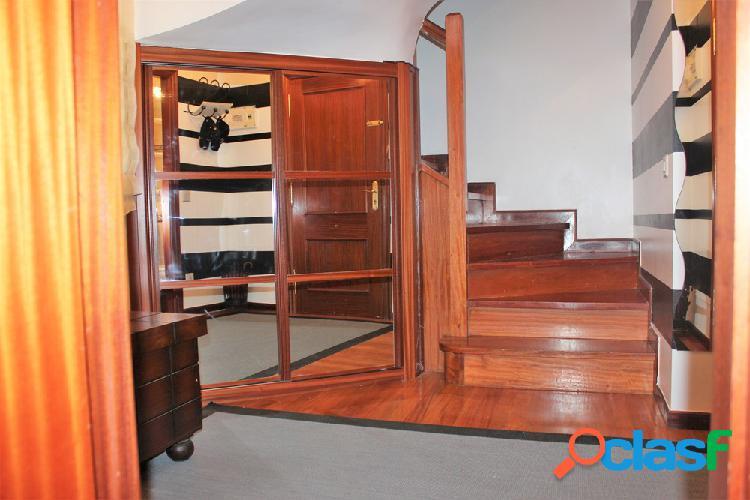 Piso dúplex de 3 habitaciones y 3 baños con garaje opcional en laredo (cantabria).