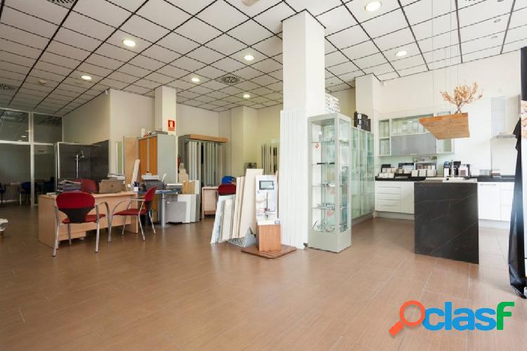 Sector las fuentes-c/florentino ballesteros-local comercial 841 m2 distribuido en tienda y garaje.