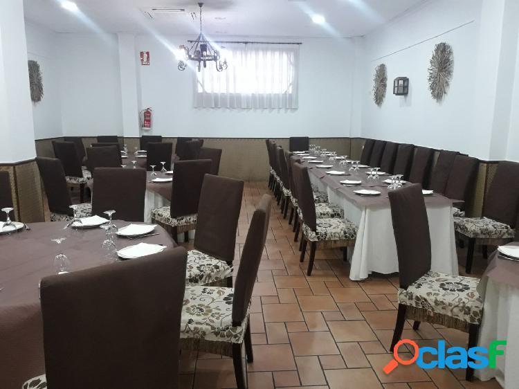 Se vende local con restaurante en pleno funcionamiento demostrable por no poder atender en aspe