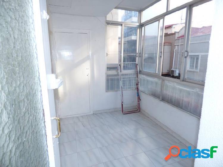 Vivienda de 131 m2 mas 17 m2 en varios patios, con cuatro habitaciones y dos baños. muy céntrico.