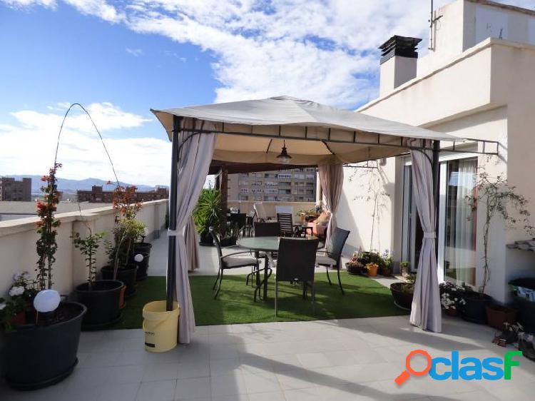 Espectacular ático completamente reformado con una terraza de 140 m2 con mucha luz. bien orientado.