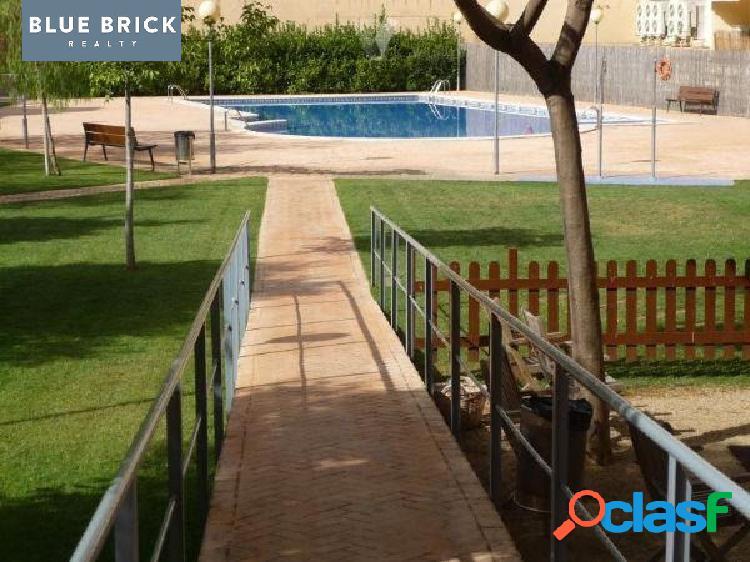 Estupendo atico duplex con 3 habs. + buhardilla, parking, trastero y zona comunitaria con piscina