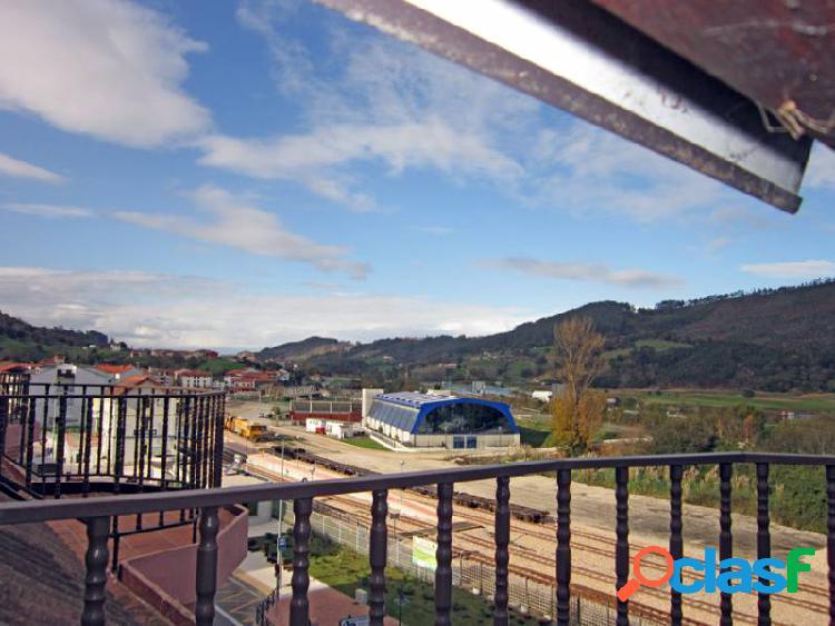 Se vende apartamento de un dormitorio dentro de urbanización en el centro de unquera