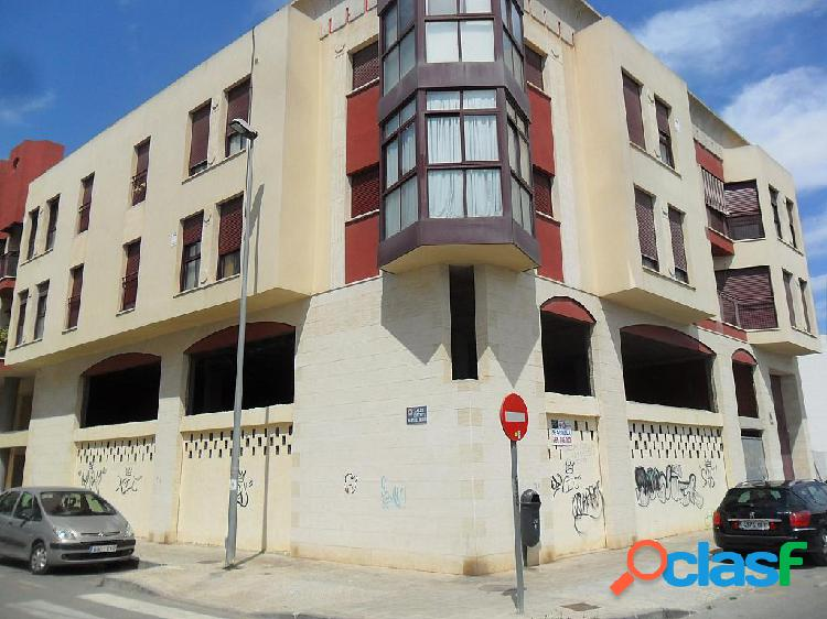 Local comercial en alquiler orihuela, zona puente rey= 900 € al mes