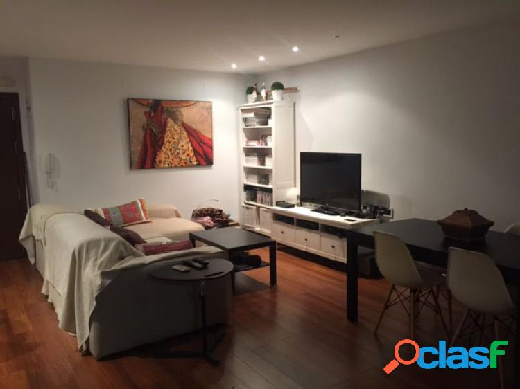 Duplex con garaje y parquet, buen salon