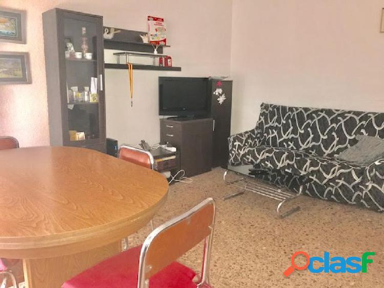 Piso en altabix, ideal para alquilar a estudiantes 4 habitaciones