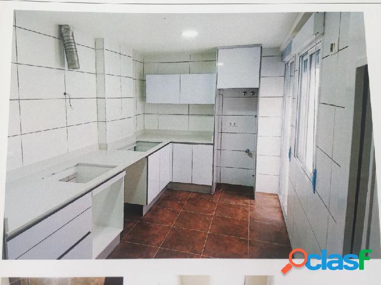 . recien acabado de tipo moderno 3 dormitorios y dos baños,,solo un vecino x planta