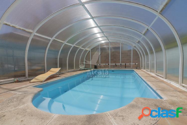 Chalet pareado con piscina privada en villanueva de la torre