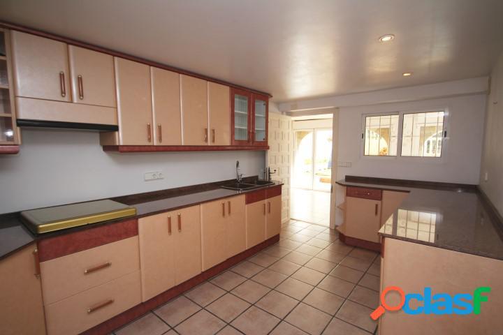 Villa en venta en La Llobella, 3