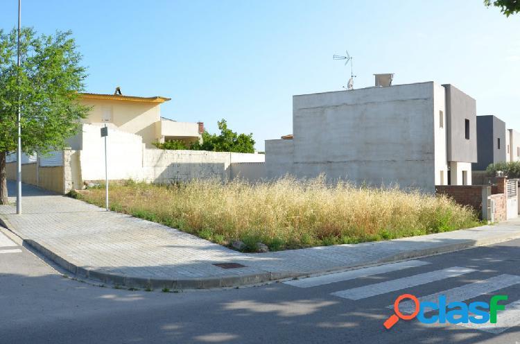 Solar edificable en venta en zona residencial