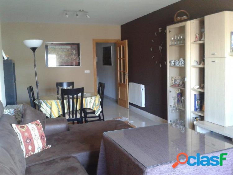 Magnífico piso en huétor tájar zona de la redonda sur con 3 dormitorios, 2 baños, garaje y trastero