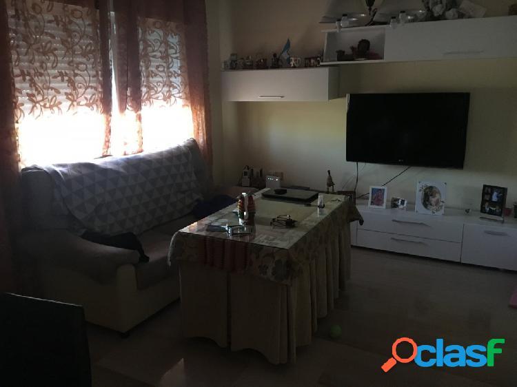 Magnifica casa adosada con muy buena iluminación y 220m2 habitables. zona cuesta de la palma.