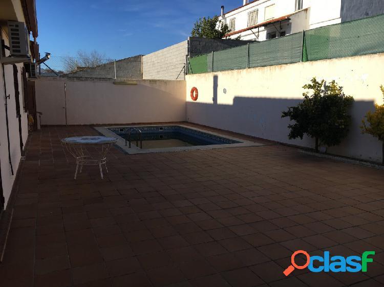 Venta de casa en planta baja, con 400m2, en zona de fuensanta. muy iluminada y piscina en la terraza