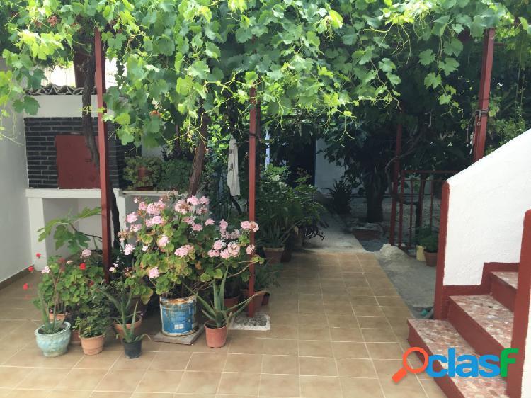 Venta de casa unifamiliar compuesta por 5 dormitorios, 2 baños, garaje, trastero y terraza en salar.