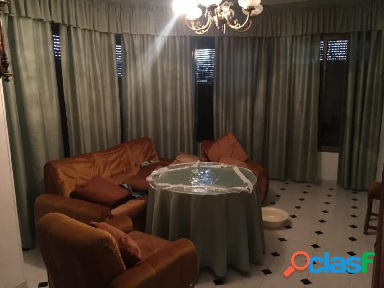 Venta de piso en pleno centro de huetor tajar, compuesto por 3 dormitorios, salón, cocina y 2 baños!