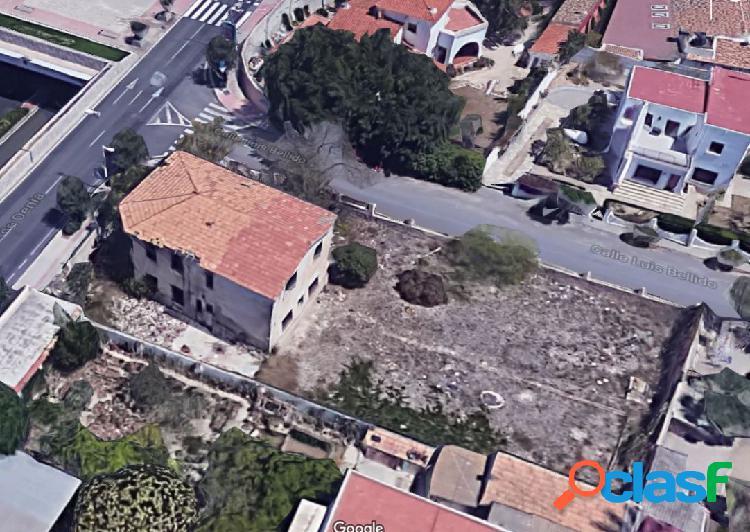 Esquina, casa de 500m y parela de 1010, para reformar