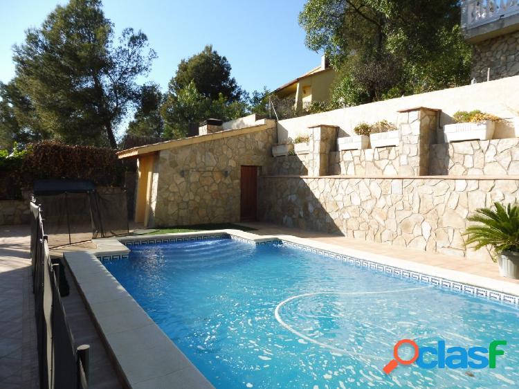Casa independiente en olivella con piscina.