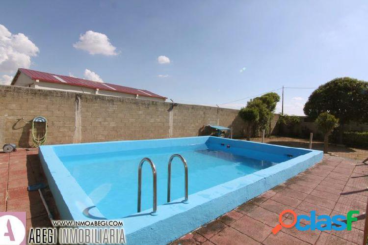 Apartamento turístico con terreno y piscina en suelo urbanizable