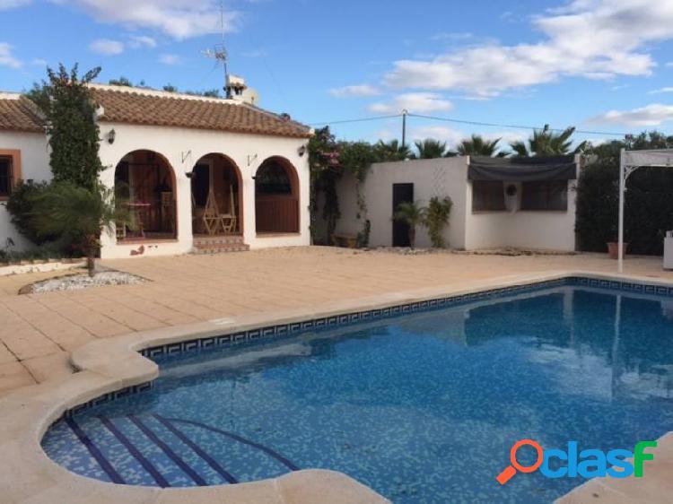 Precioso chalet 4 habitaciones vestidor, gimnasio y gran jardín con piscina 6.000 m2 parcela