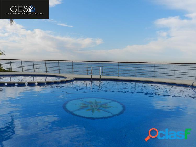 Chalet unifamiliar adosado de diseño, con impresionantes vistas al mar.