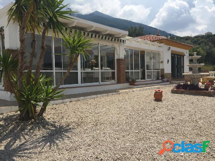 Única casa de piedra española en el hermoso valle de alcaucín