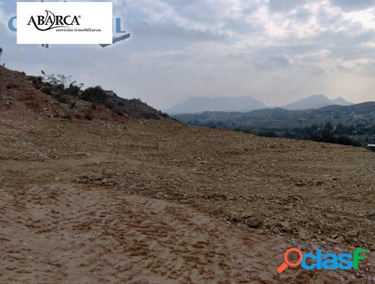 Se vende en San Vicente, zona Moralet (Loma Espí), terreno para construir.