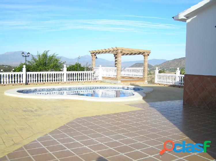 Chalet con piscina, barbacoa y trastero-lavadero. Cerca de campo de golf. Muy buenas vistas. 2