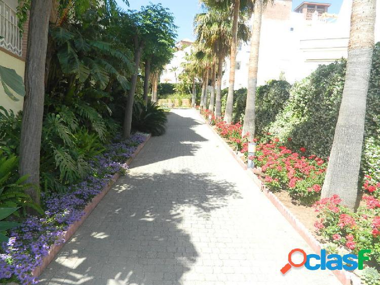 Atico de lujo con buhardilla en benalmadena a 600 metros de la playa. con piscina y jardines comunitarios. 2 plazas de garaje y trastero.
