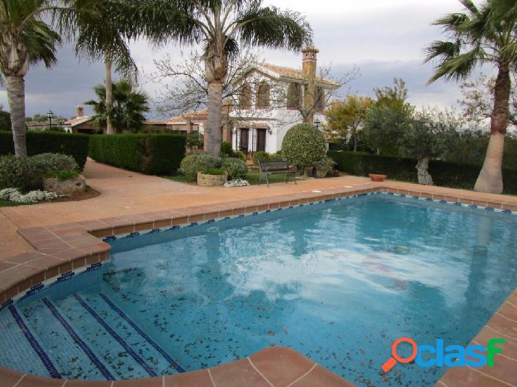 Chalet de lujo con piscina, jardin y barbacoa