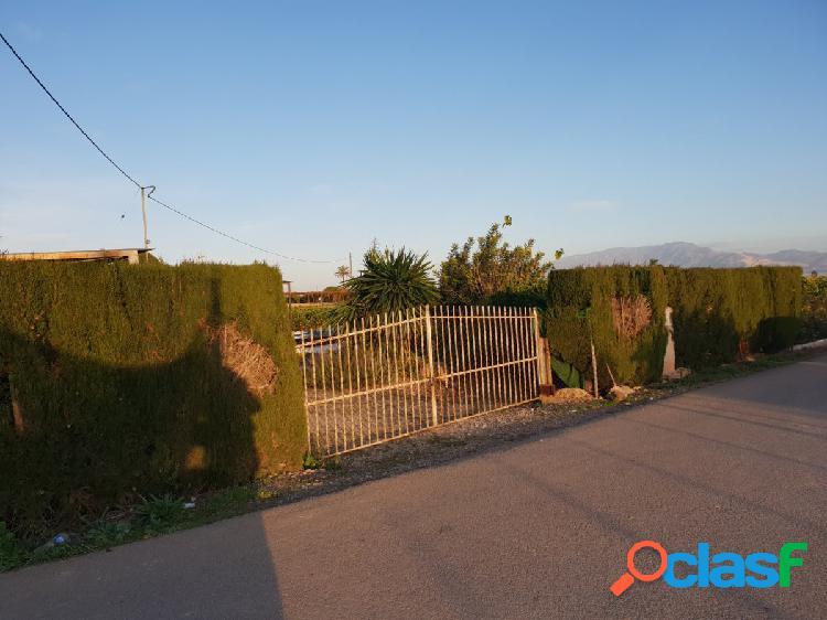 Casa con terreno de frutales en producción a 2 km del centro del pueblo
