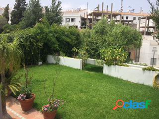 Casa con jardín en el centro de vejer